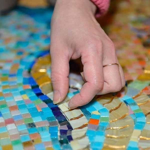Укладка художественной мозаики