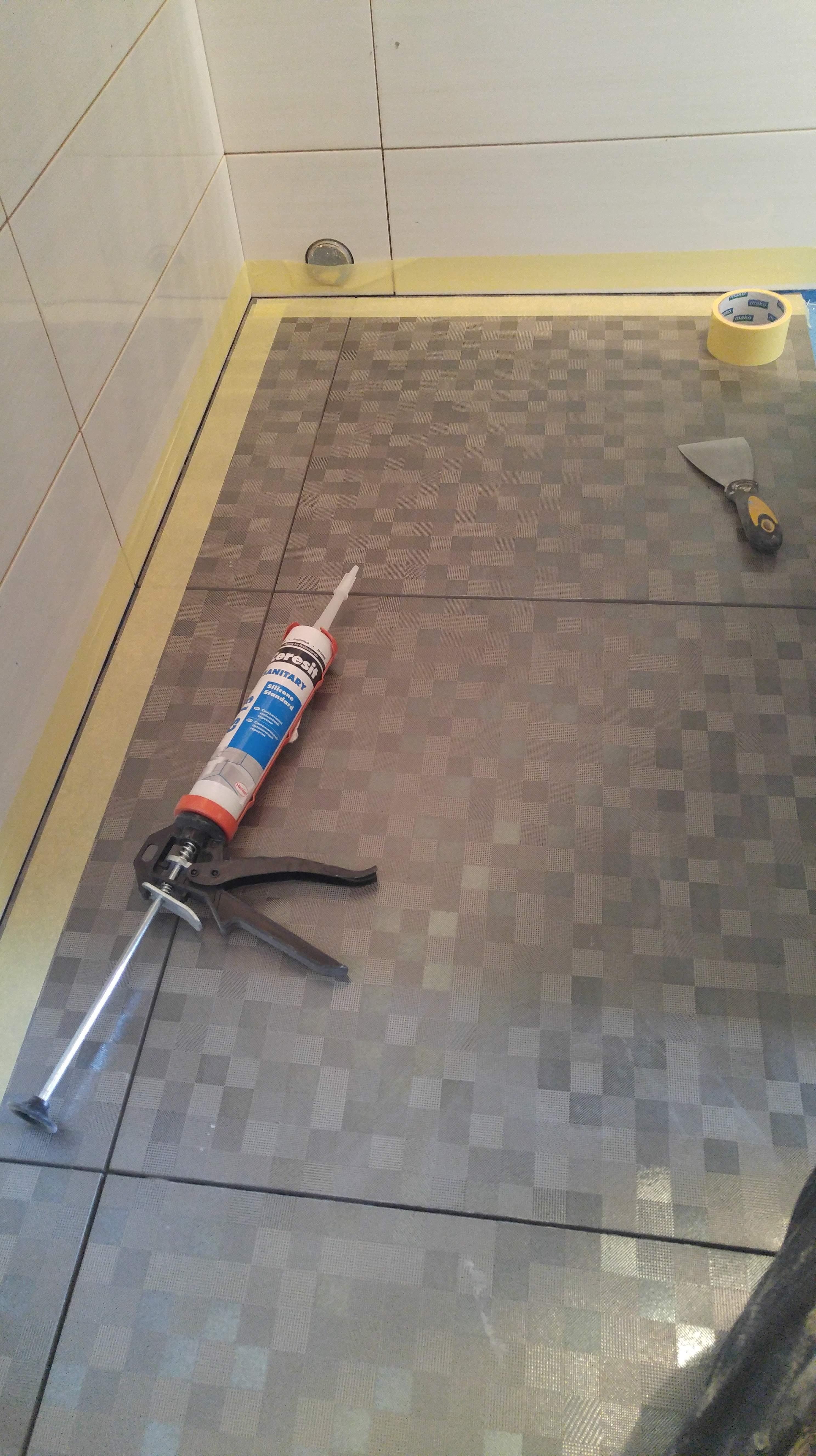 Скрытые стены и пол под ванной
