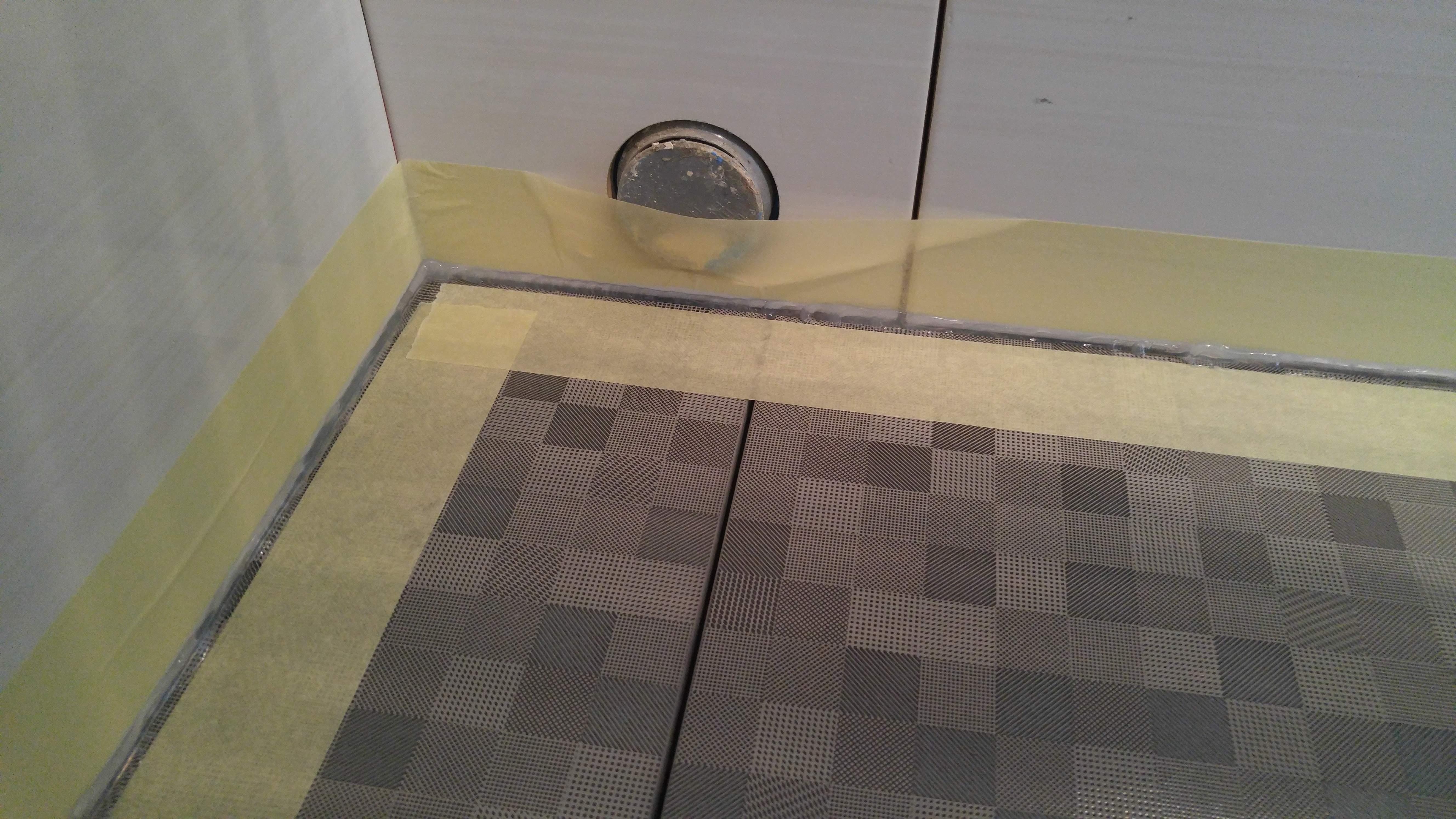 Заделка швов силиконом под ванной